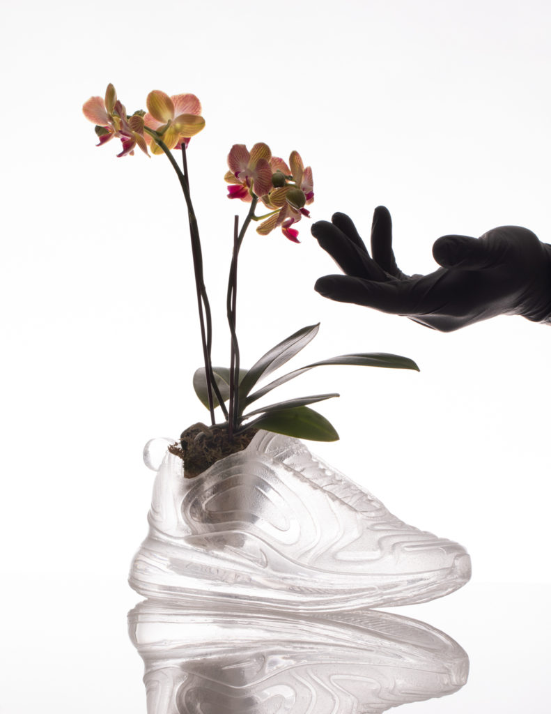 Кроссовки из цветов